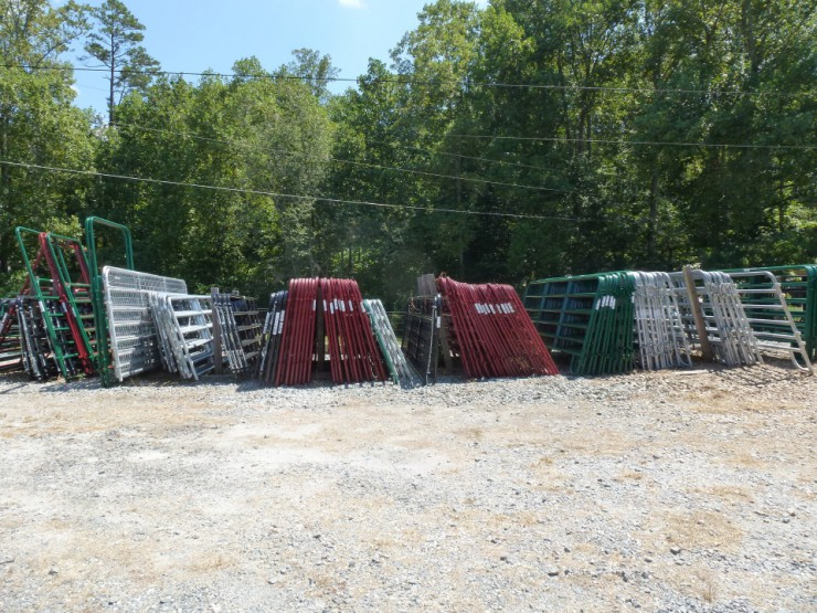Metal Gates, Round Pen, Temporary Stall & Fencing at Cherokee Feed & Seed