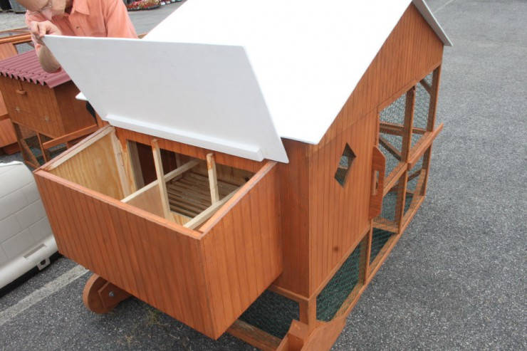 chicken coops at cherokee feed & seed