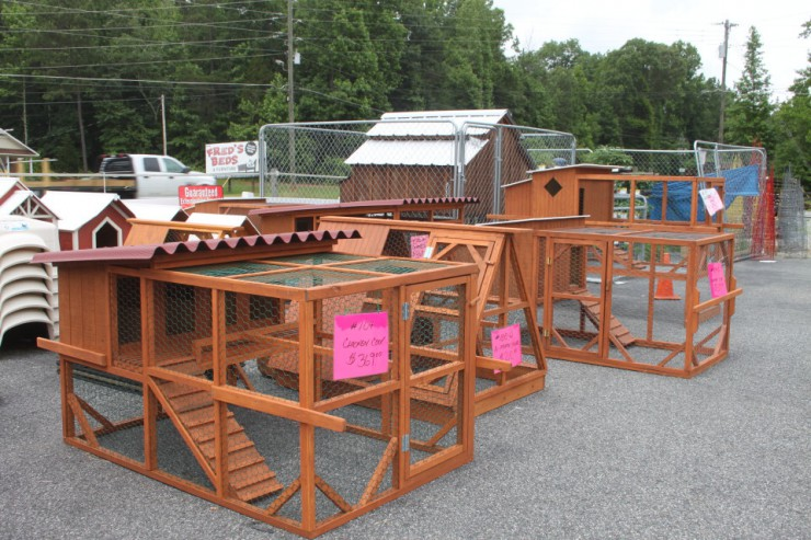 cherokee-feed-and-seed-chicken-coops_20130606_009